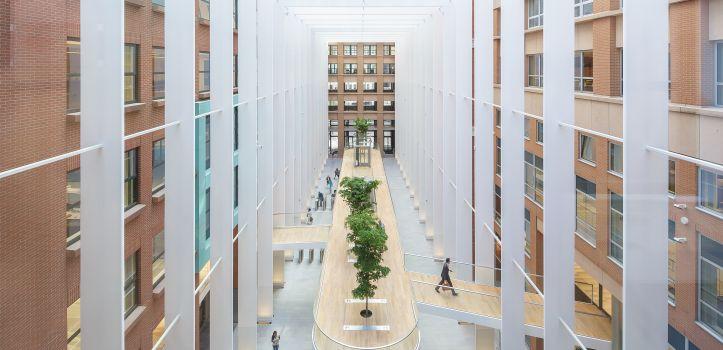 Atrium_Kantoorgebouw_de_Resident_2_foto_cepezed_-_leon_van_Woerkom